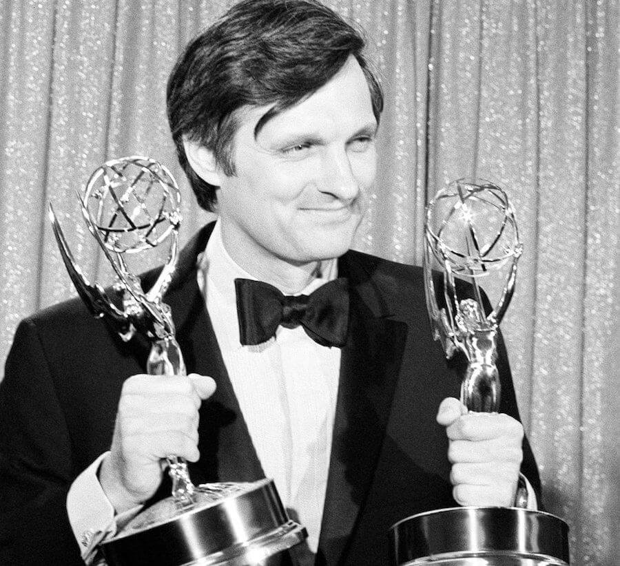 alan alda 6bb1d8e33a330f5d - Alan Alda Net Worth