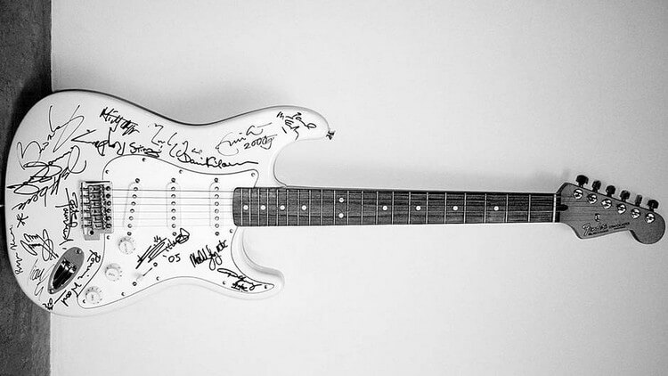 """Fender """"Reach Out to Asia"""" Stratocaster 2.7 Million - Top Most Expensive Guitars in the World 2018"""