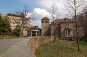 Winterthur Museum Winterthur Delaware 300x198 - Biggest Mansions in the World -- Luxurious Lifestyle