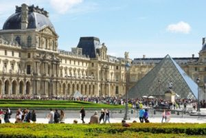 Louvre Palace Paris France 300x201 - Largest Palaces in the World : Largest Residential Palaces