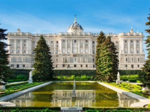 Royal Palace of Madrid Madrid Spain 300x225 - Largest Palaces in the World : Largest Residential Palaces