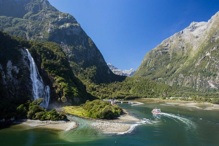 Milford Sound New Zealand - Most Beautiful Places in the World to Visit in 2019