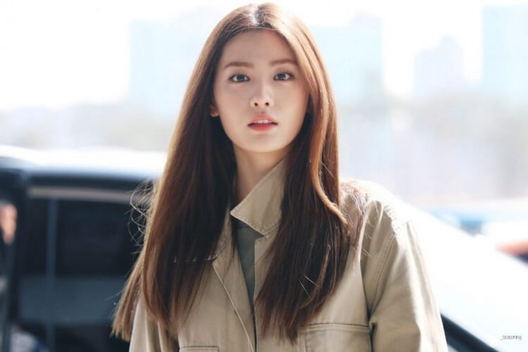 Nana - Top 10 Most Attractive Women in the World 2020