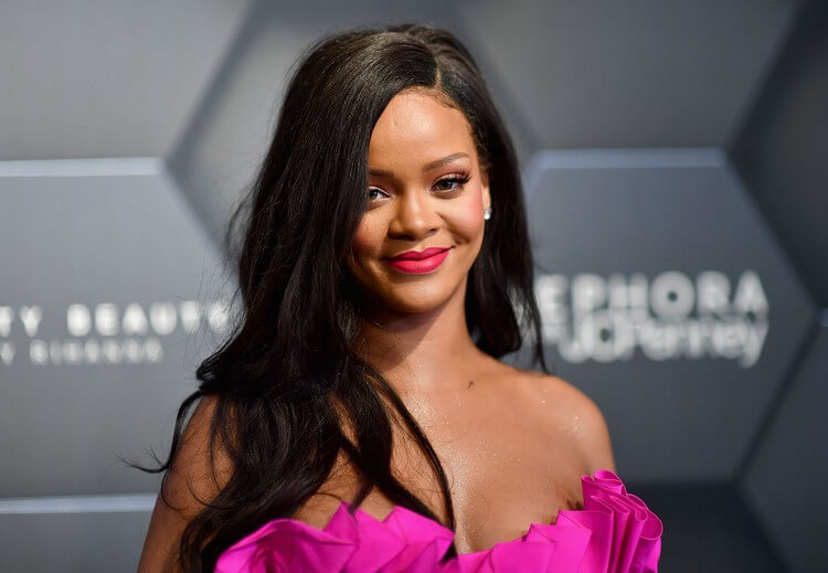 Rihanna - Top 10 Most Twitter Followed People in the World