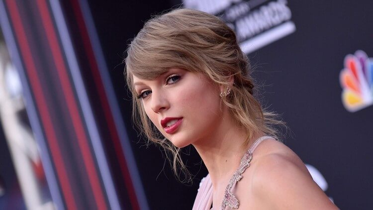 Taylor Swift - Top 10 Most Attractive Women in the World 2020